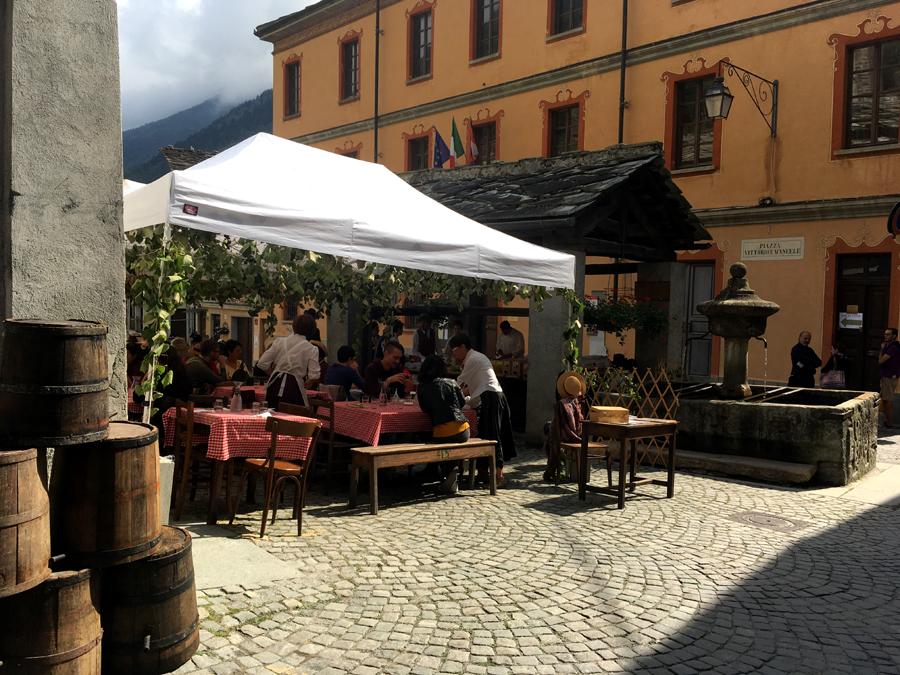 pranzo in piazzetta Exilles