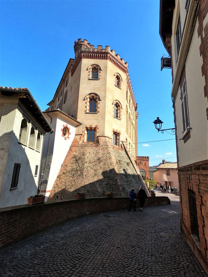 castello-falletti-di-Barolo