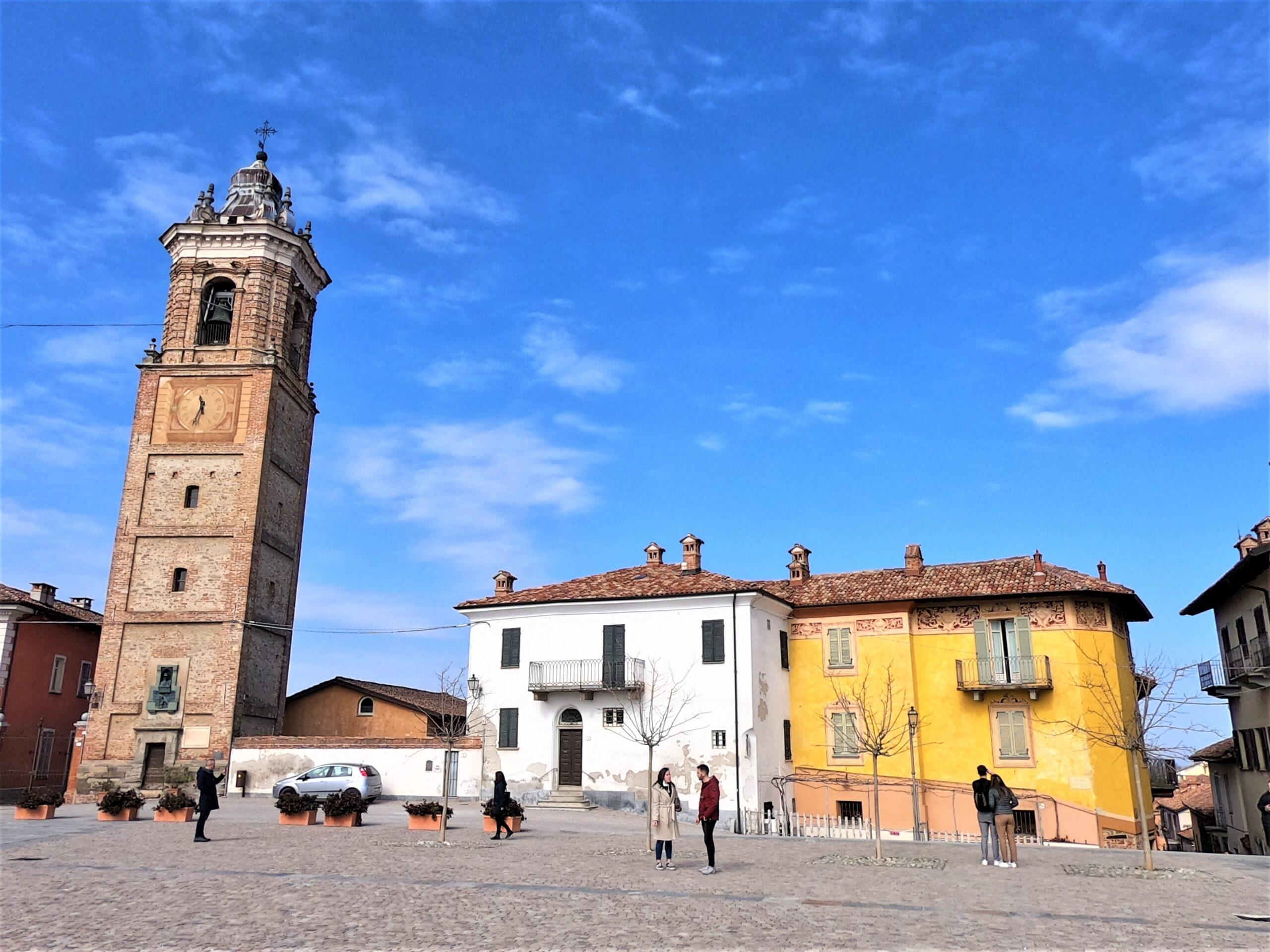 piazza castello La Morra